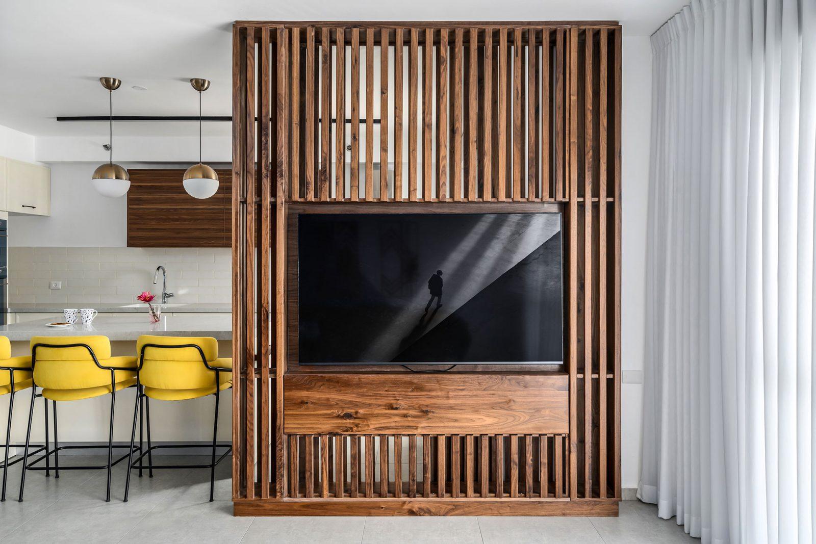 קיר טלויזיה מעץ אגוז
